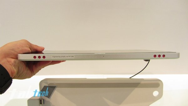 Acer-Iconia-Tab-W700-Hands-On-07-imp