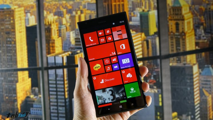 Lumia-1520-in-der-Hand
