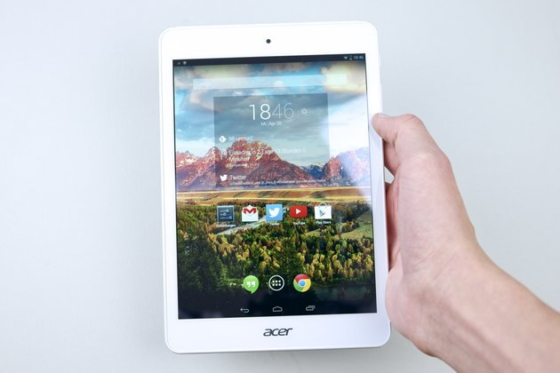 Acer-Iconia-Tab-A1-830-in-Hand
