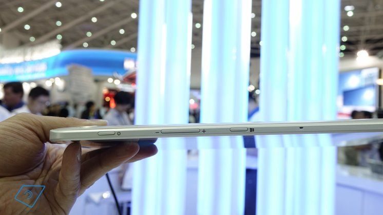 Toshiba-Encore-2-10-hands-on-4