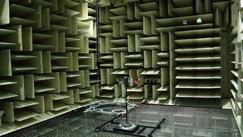 In der Schallkammer werden die akustischen Signale eines Produktes genauestens gemessen.