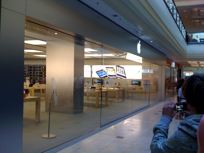 pics of the day apple store er ffnung hamburg giga. Black Bedroom Furniture Sets. Home Design Ideas