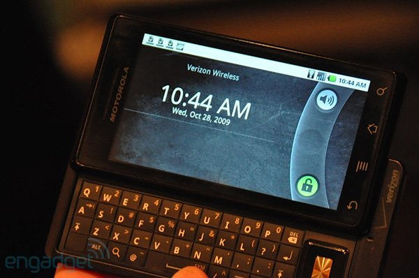 Heads-Up: Motorola Droid vs. iPhone 3GS