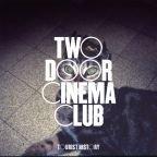 """Two Door Cinema Club kommen wieder nach Deutschland, """"Costume Party"""" als Kostenlos-Download"""
