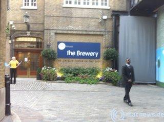 Apple Keynote 09.2010 Eingang zu The Brewery
