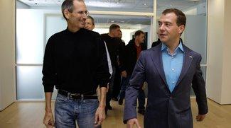 Jobs gab Medwedew ein iPhone 4 mit AT&amp&#x3B;T-SIM-Sperre