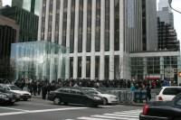 Warteschlange vor Apples Flagship Store 5th Ave New York