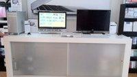 Apple-Ladentische auf eBay: Wohnzimmer zum Apple-Shop umgestalten