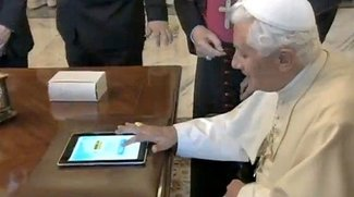 Video: Papst Benedikt twittert mit iPad