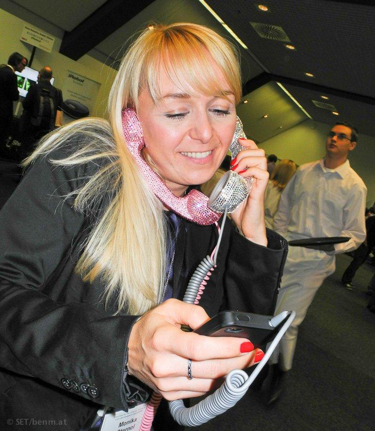 iPhone-Headset: Telefonhörer mit Swarovski-Kristallen (IFA)