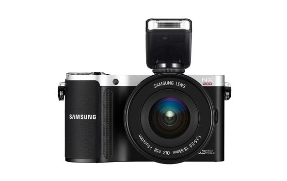 Samsung NX200 - Systemkamera im Retro-Look