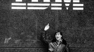Steve Jobs zeigt IBM den Finger
