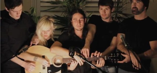 """Walk off The Earth: """"Somebody That I Used To Know"""" (Gotye-Cover) Video"""