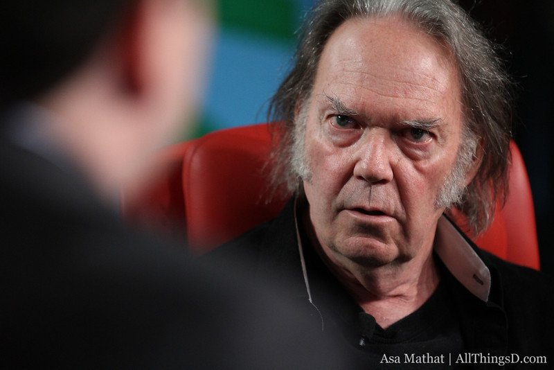 "Neil Young über Musik-Qualität: ""Steve Jobs hörte zu Hause Vinyl"""