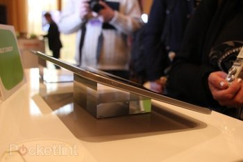 toshiba-13-3-inch-tablet-tegra-3-pictures-hands-on-8