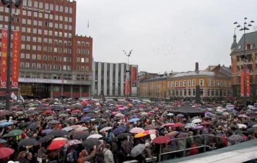 Facebook-Kampagne: 40.000 singen in Oslo Lied gegen Attentäter Breivik