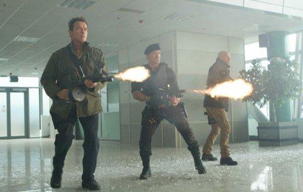 The Expendables 2 - der erste *richtige* Trailer detoniert!