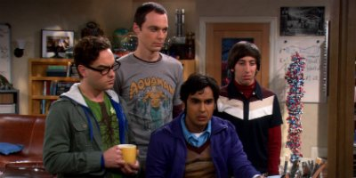 Leonard, Sheldon, Raj und Howard in Staffel 1 von The Big Bang Theory im Jahr 2007