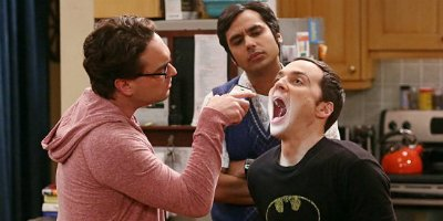 Leonard, Sheldon und Raj in Staffel 8 von The Big Bang Theory