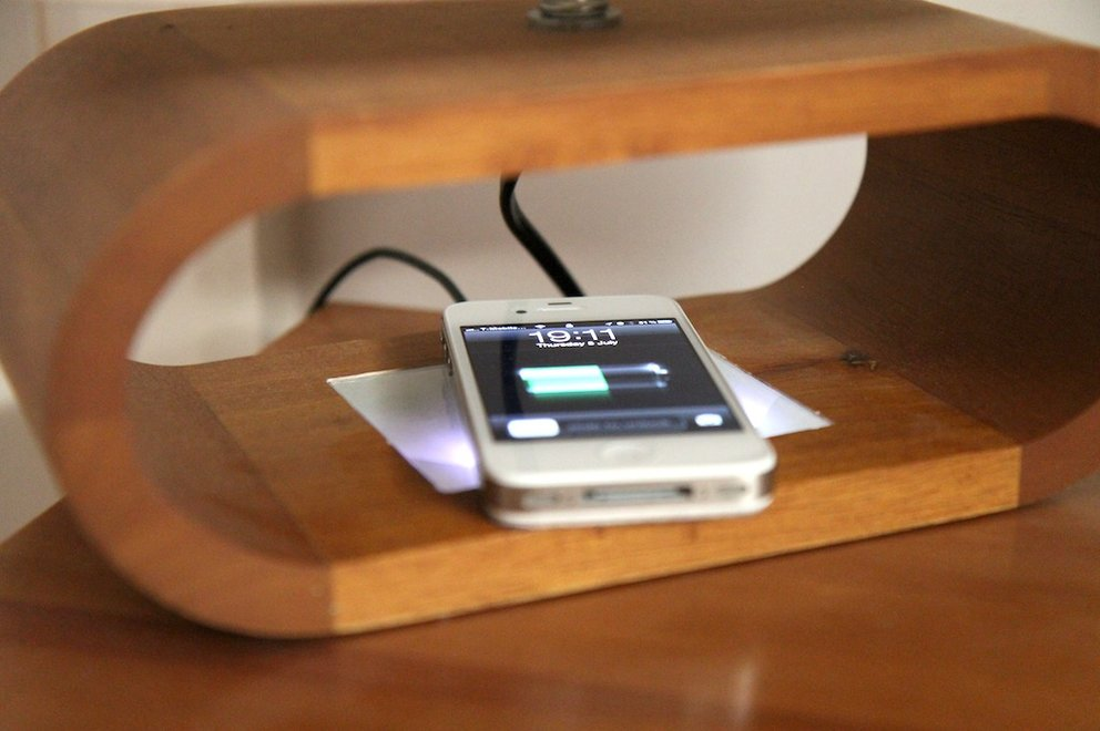 iPhone 4S Wireless Charging Mod