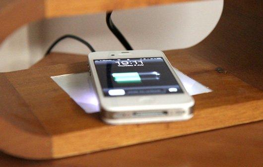iPhone 4S Modding: Videoanleitung für kabelloses Aufladen per Induktion