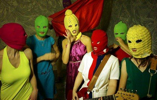 """Pussy Riot: """"Punk Prayer""""-Video, Interview zum Prozess-Auftakt gegen die russischen Musikerinnen"""