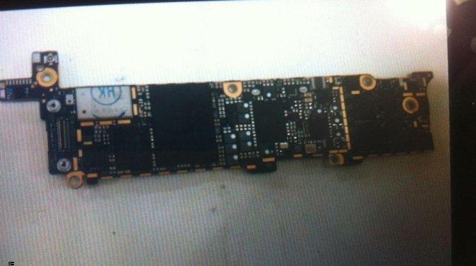 Angebliches iPhone 5 Logicboard - Vorderseite