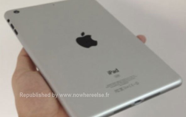 iPad mini: Dummy zeigt wie es in der Hand liegt