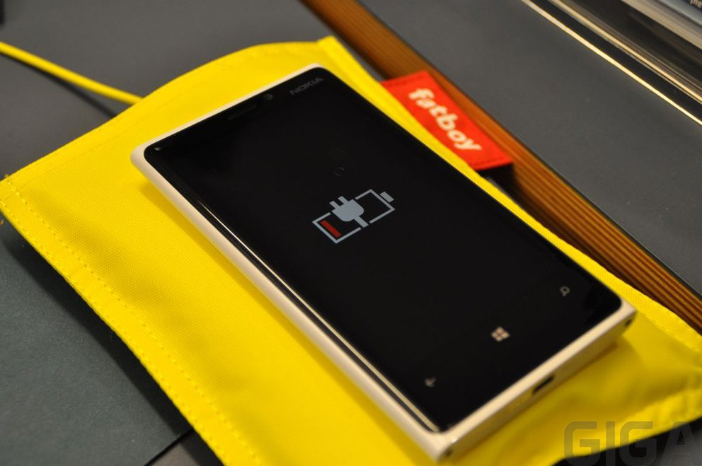 iTry 3.0: Nokia Lumia 920 (fast) ganz ohne Kabel aufladen