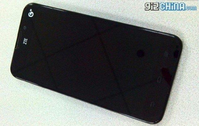 ZTE U956: 5-Zoll-Androide mit Quad-Core-CPU für kleines Geld