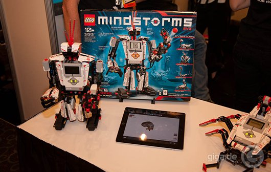 CES 2013: LEGO Mindstorms EV3 steuert Roboter mit Smartphone oder Tablet
