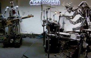 """Roboter-Band spielt """"Blitzkrieg Bop"""""""