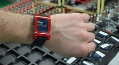Pebble Smartwatch wird ausgeliefert, offizielle App verfügbar