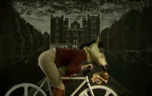 Klapp-klapp: Das Ritter-der-Kokosnuss-Gadget fürs Fahrrad