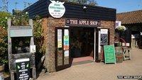 """Verwechslungsgefahr: Englischer Apfelwein-Laden """"Apple Shop"""" ändert seinen Namen"""
