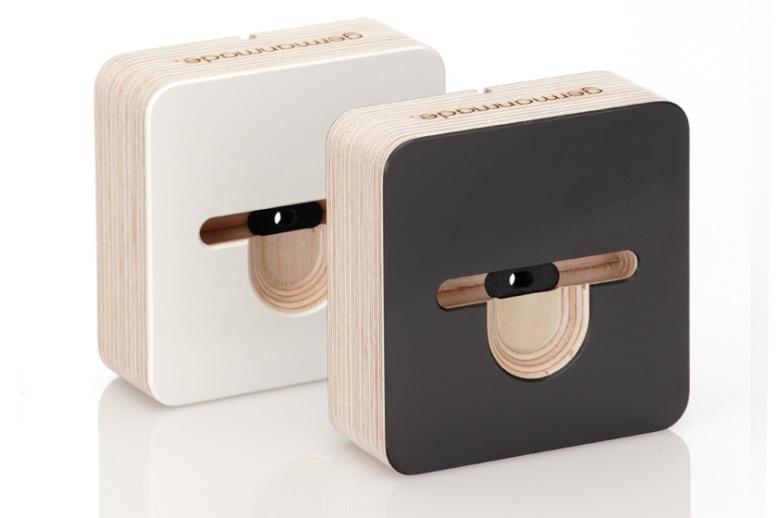 Docking station f r iphone 5 von germanmade giga for Tisch iphone design