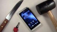 Härtetest: HTC One vs Schlüssel, Messer und Hammer