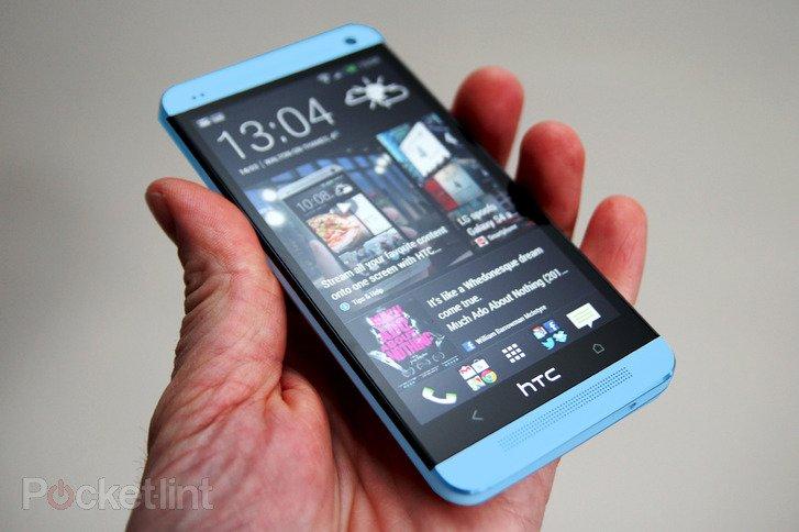 HTC One kommt neben roter auch in blauer Version