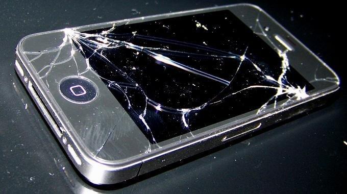 Smartphone Reparatur: Ein teurer Spaß (Infografik)