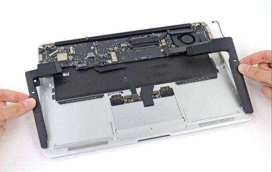 MacBook Air 2013 in Einzelteile zerlegt