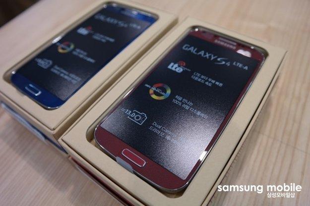 Samsung Galaxy S4 LTE Advanced ausgepackt - Blaue und Rote Version