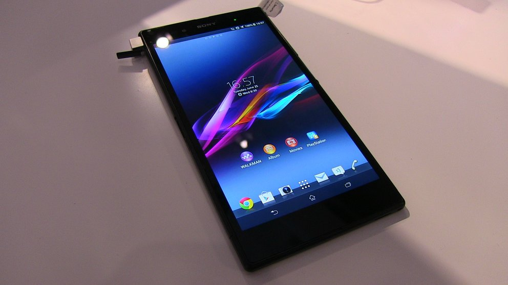 Sony Xperia Z Ultra: Erste Hands-ons des Über-Phablets — mit Tauchgang