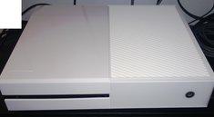 Xbox One: Ganz in weiß mit einem Blumenstrauß