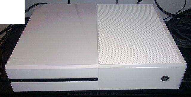 xbox one ganz in wei mit einem blumenstrau giga. Black Bedroom Furniture Sets. Home Design Ideas
