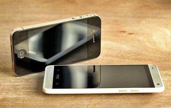 HTC One mini versus iPhone: Zwei Smartphones auf Augenhöhe im Vergleichstest