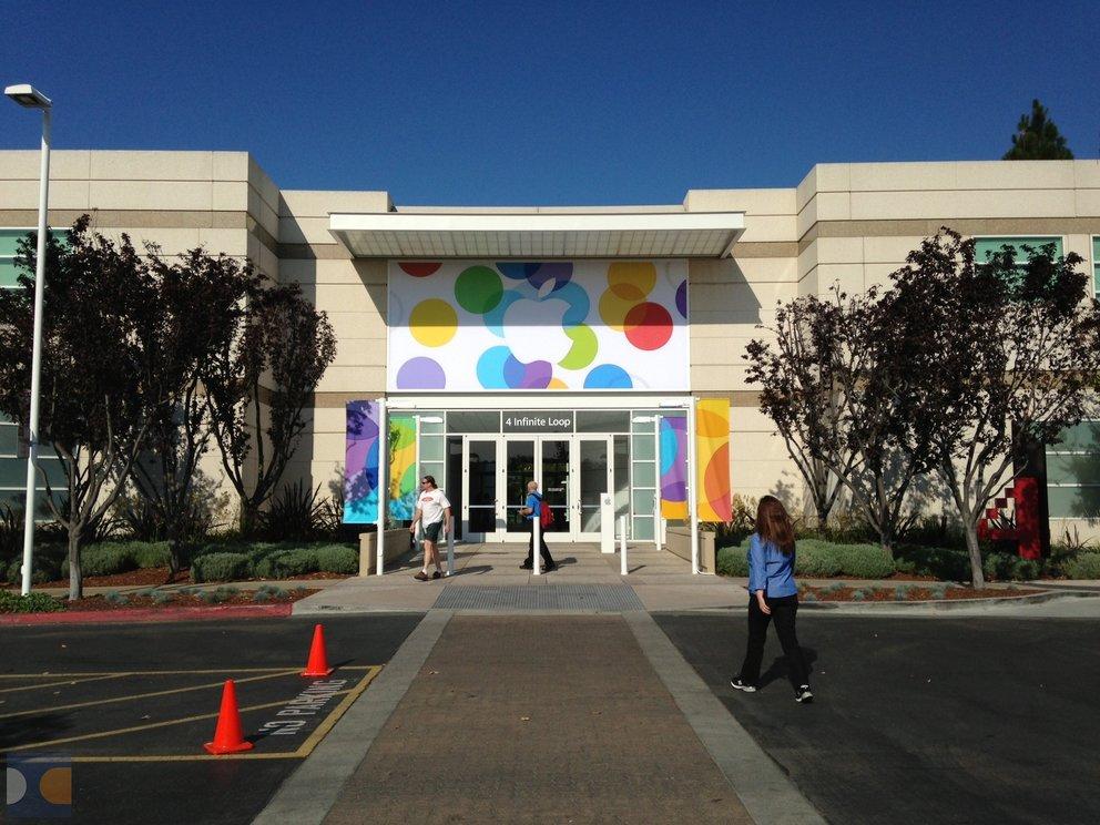 Apple dekoriert Campus für iPhone-5S/5C-Event