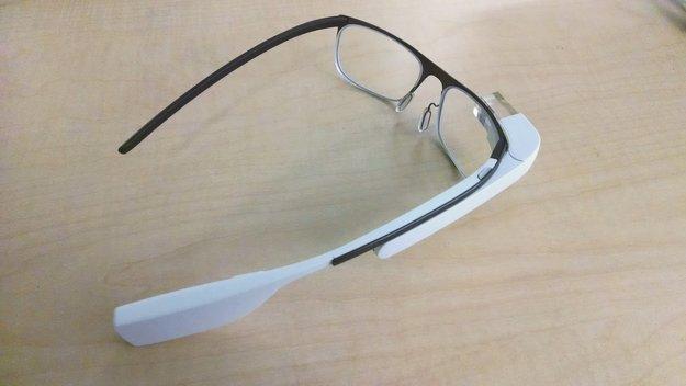 Frau wird wegen Tragen der Google Glass in einer Bar ausgeraubt