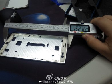 Alleged-Oppo-Find-7-display-panel-and-metal-frame-6