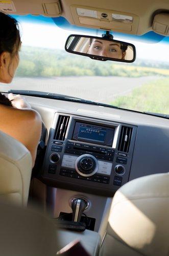 Könnte bald ausgedient haben: ein gewöhnlicher Rückspiegel im Auto