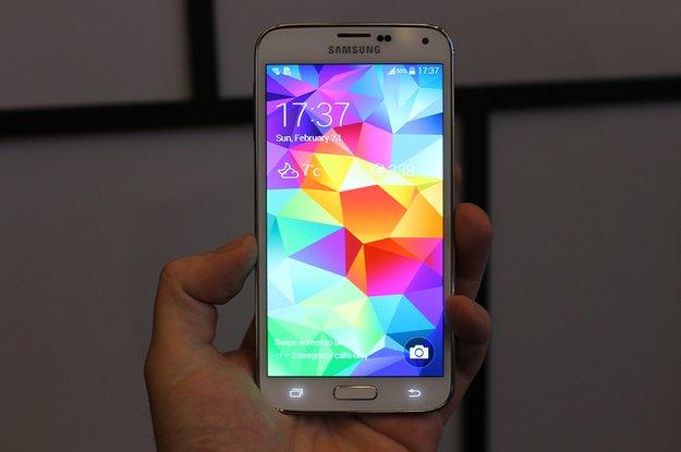 Samsung Galaxy S5 zeigt sich auf gleich zwei Bildern (Leak)